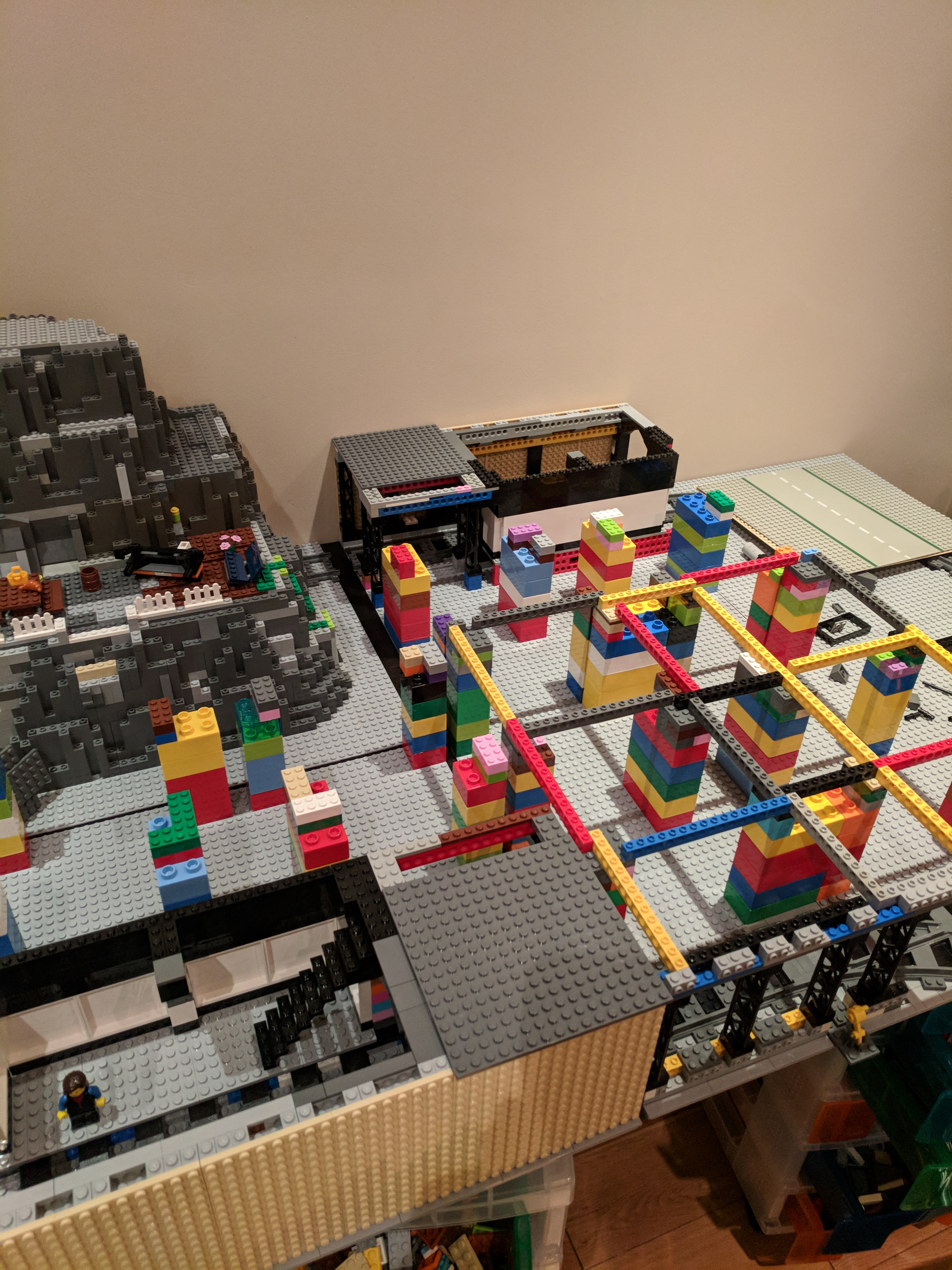 Showing some of the construction under the base plates. Using Duplo and Technic beams to make a frame.